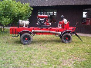 konny wóz strażacki do przewożenia sprzętu i ludzi z 1960 r.