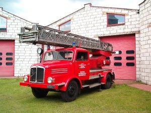 samochód strażacki drabina marki Saksering z 1968 r.