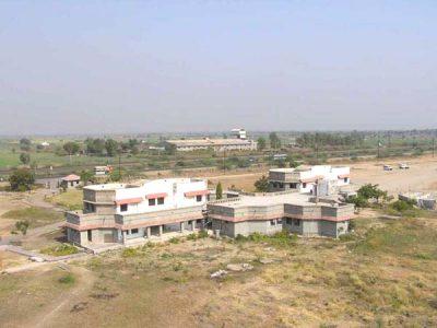 Widok szkoły z wspinalni